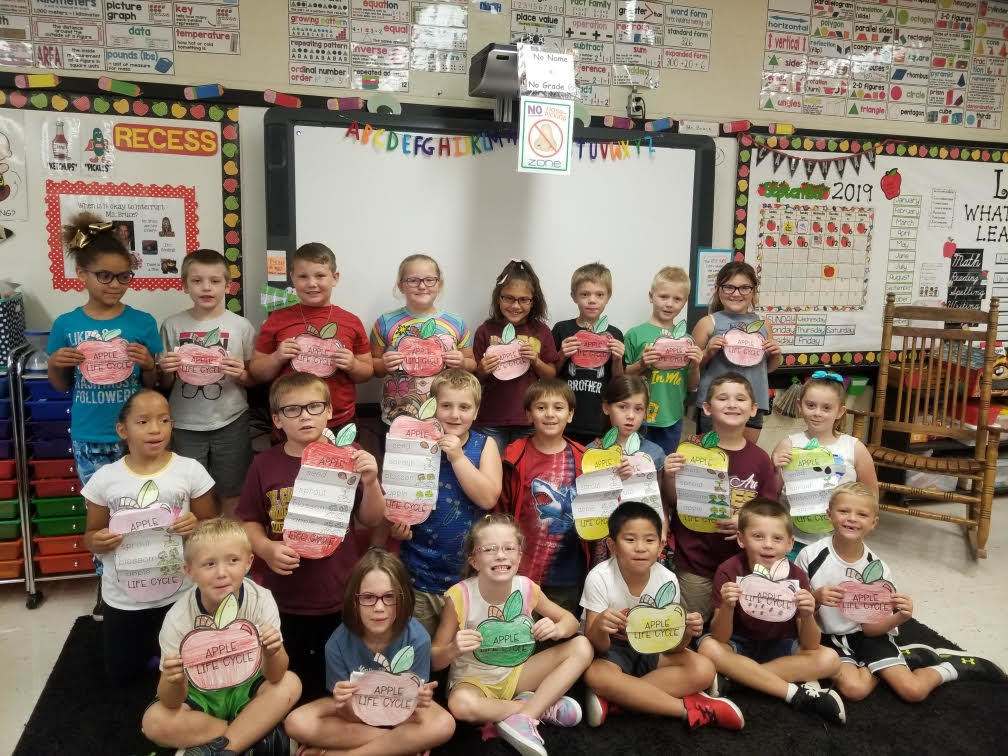 Ms. Bruce's 2nd Grade class with the apple books they made